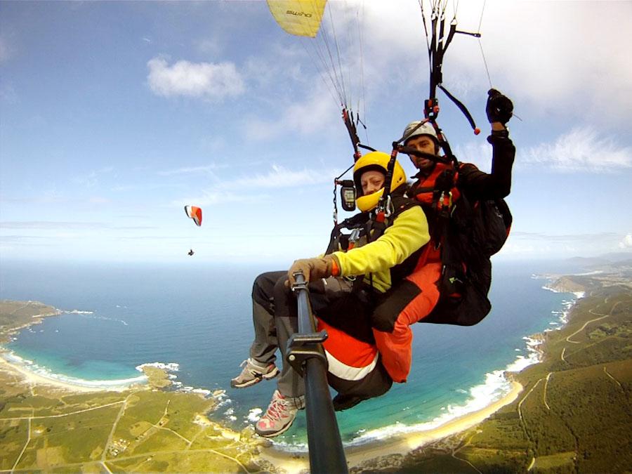 Volando en parapente biplaza en Galicia